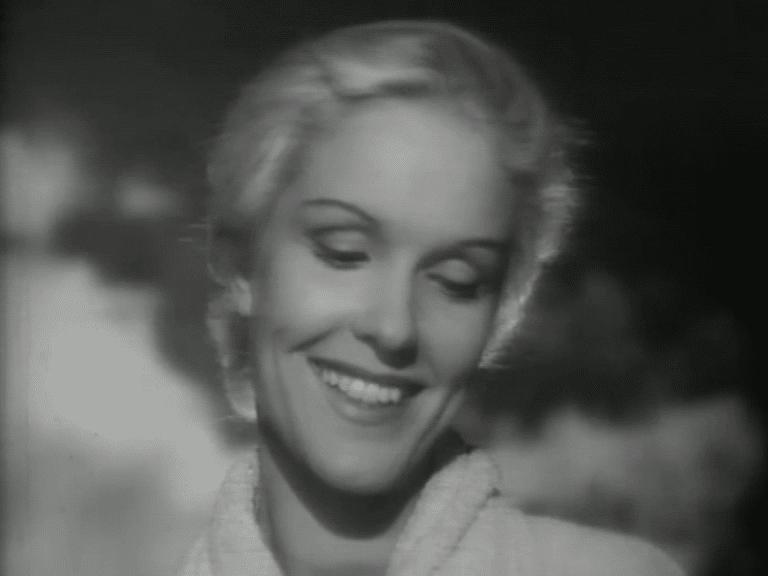 Stillbild från reklamfilmen Lux - Eva Dahlbeck med närbild på ett leende Eva Dahlbeck
