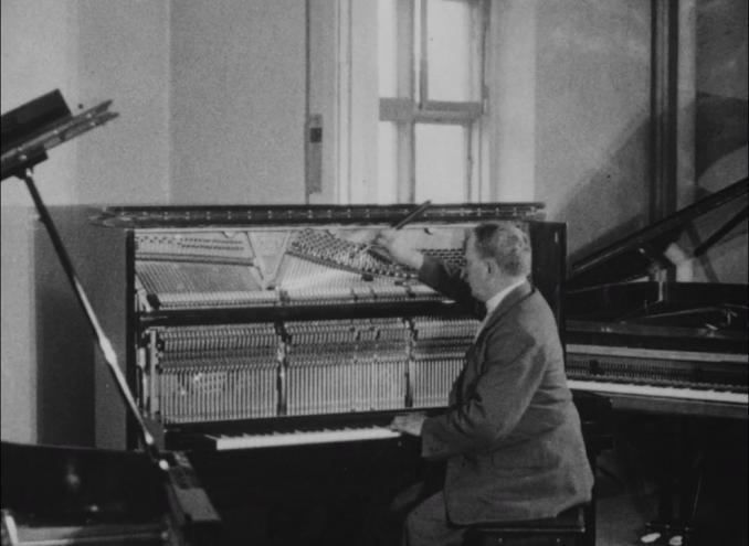 Pianot : några bilder ur dess historia och hur det tillverkas