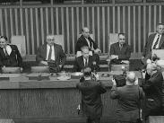 FN:s generalsekreterare Dag Hammarskjöld svarar på frågor från journalister om Palestinafrågan.