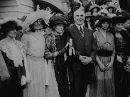 Journalfilm från 1920-talet då Marie Curie besöker USA:s president Warren Harding.