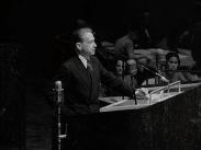 Dag Hammarskjöld introduceras i FN:s generalförsamling.